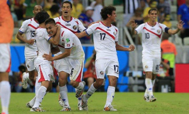 Costa Rica\'s Oscar Duarte, center, celebrates after scoring his side\'s second goal ...