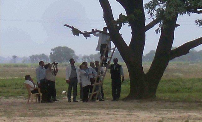 A CBI team probing the Badaun rape case at the crime spot ...