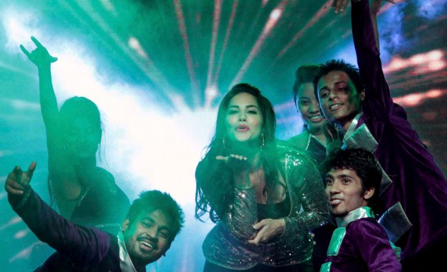 Bollywood Actress Sunny Leone performing during an event in Jaipur ...