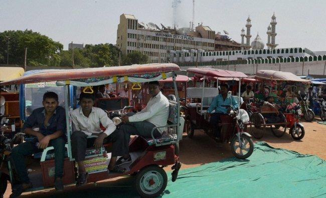 e-rickshaw operators\' at a rally at Ramlila Ground in New Delhi on Tuesday ...