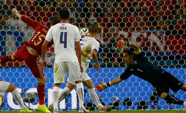 Spain\'s Sergio Ramos fails to score against Chile ...