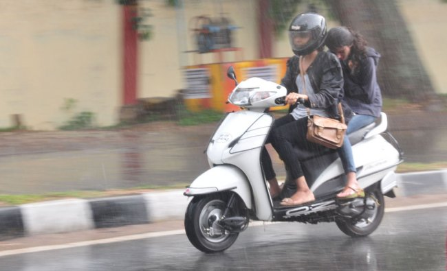 Heavy downpour at Mysore on Saturday, brought a relief to people from heat. DH photo