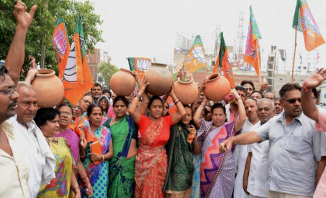 BJP workers protest over electricity and water crises in Agra...