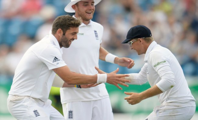 Plunkett and Root celebrate the dismissal of Sri Lanka\'s Prasad with their teammate Broad in Leeds..