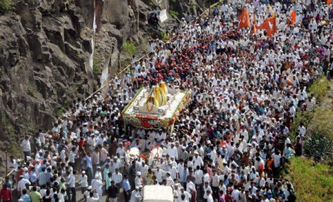 Palkhi procession of Sant Dnyaneshwar Maharaj passes through the famous Dive Ghat section of Pune...