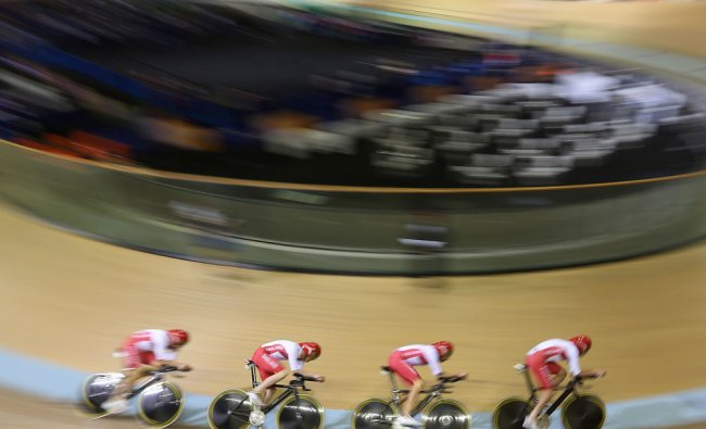 Members of England\'s team compete during the Men\'s team pursuit ...