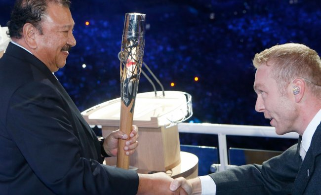 Sir Chris Hoy passes the Queen\'s Baton to Prince Imran...