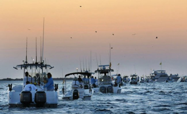 Boats head out to the mouth of St. Johns River at dawn during the start of the Greater...