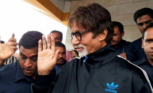 Mega actor Amitabh Bachchan on his arrival in Surat ...