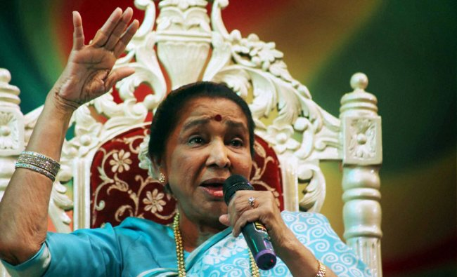 Asha Bhosle during a felicitation ceremony at an event in Thane ...