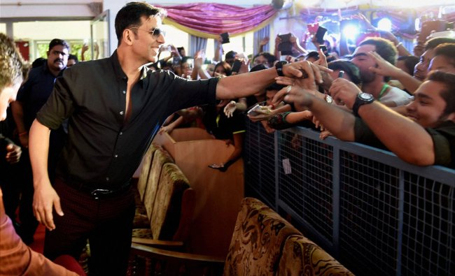 Bollywood actor Akshay Kumar meeting students at a college in Bengaluru ...