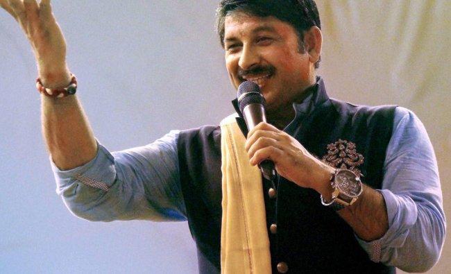 Bhojpuri singer-turned-BJP MP, Manoj Tiwari sings at bhajan program in Jamshedpur ...