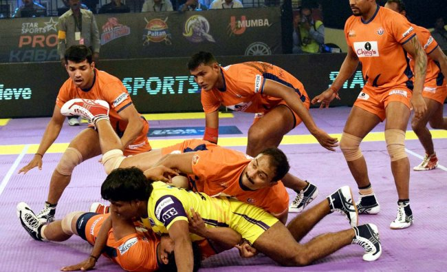 Bengal Warriors and Vizag Telugu Titans players in action during Pro Kabadi league in Patna ...