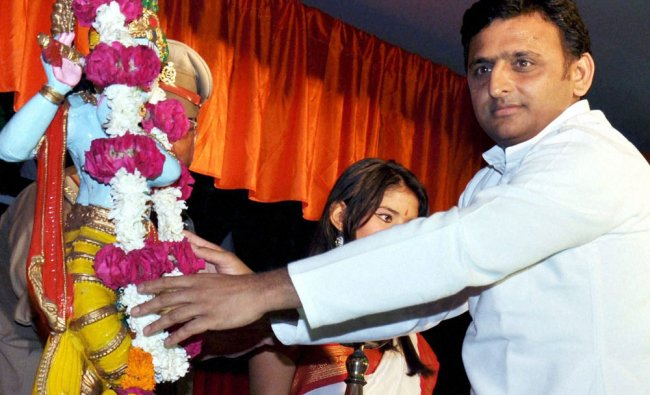 Uttar Pradesh Chief Minister Akhilesh Yadav offering flowers on statue of Lord Krishna on the...