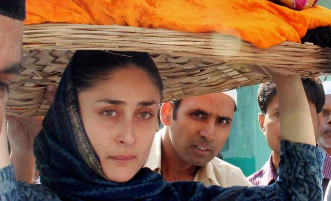 Kareena Kapoor vists the shrine of Khwaja Moinuddin Chisti in Ajmer ...