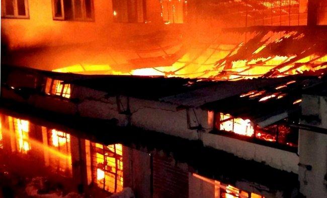 A major fire at a cloth godown in Ichalkaranji, Karad...