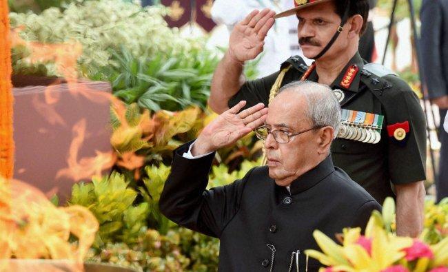 Pranab Mukherjee paying homage at Amar Jawan Jyoti on the the 69th Independence Day...
