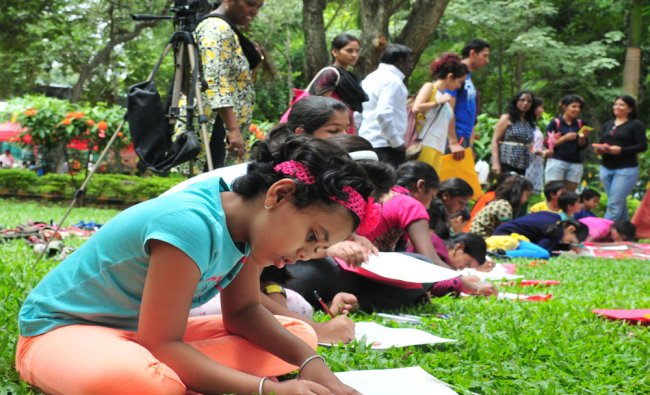 Children participated in drawing competition organised during \'no vehicle day\' at Cubbon Park...