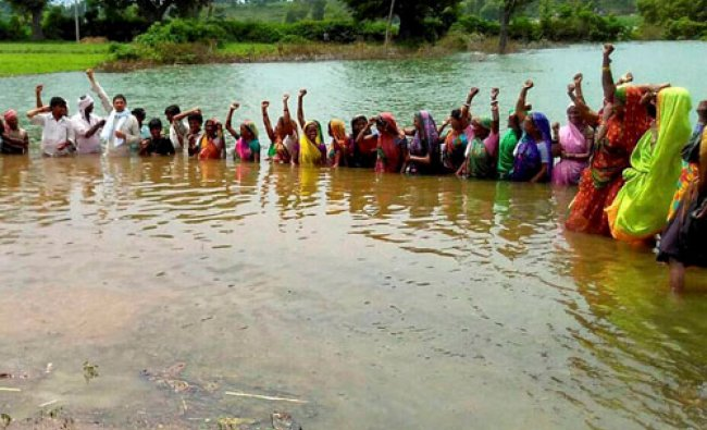Villagers during second day of \'Jal Satyagrah\'...