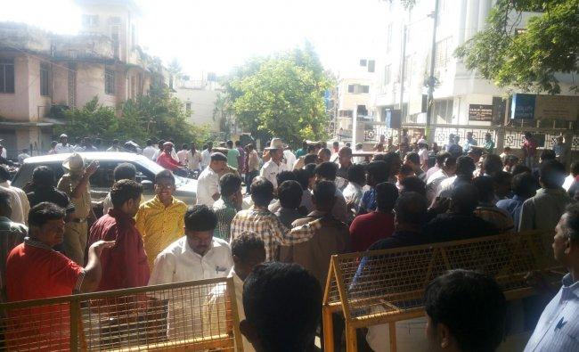 BBMP results: Crowd in Kamala Bhai School, Shivaji Nagar Constituency