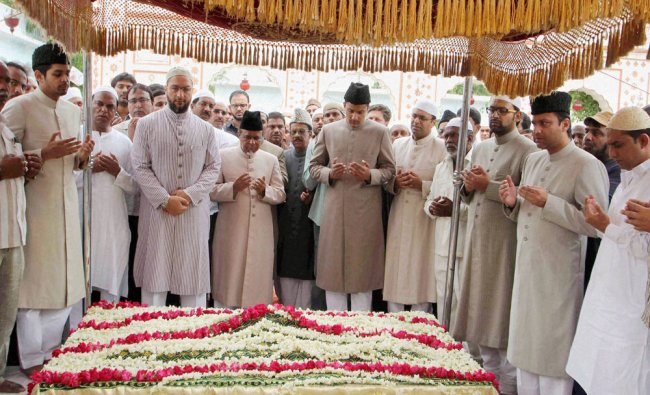 AIMIM President Asaduddin Owaisi along with others offering tribute to former AIMIM president ...