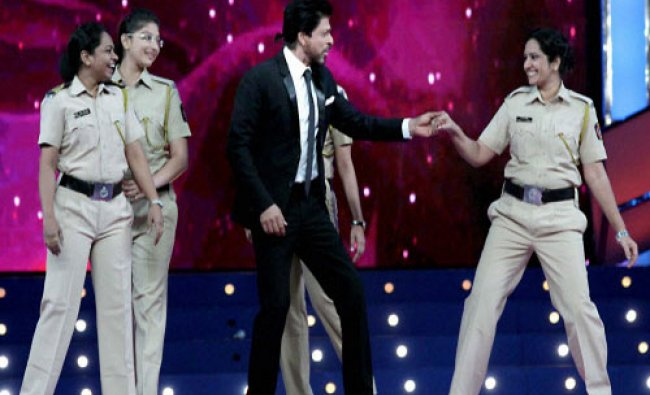 Bollywood actor Shahrukh Khan performs with women cops during the Umang Mumbai Police Show 2016...