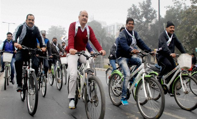 Manish Sisodia participate in a cycle rally to promote car free day at Delhi University ...
