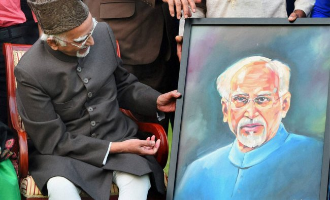 Vice President Hamid Ansari being presented a portrait by Tableaux artists of Republic Day...