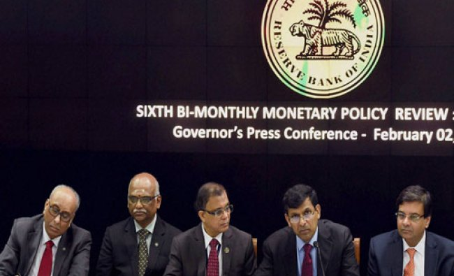 RBI Governor Raghuram Rajan (4th from L) with Deputy Governors S S Mundra, R Gandhi, H R Khan and ..