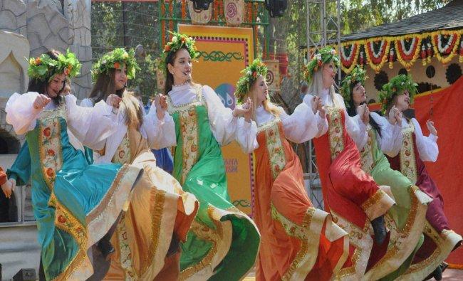 Russian folk artistes perform at 30th Surajkund International Crafts Mela in Faridabad...