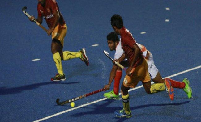 Sri Lanka\'s Nalantha De Silva, right approaches as India\'s P.L.Thiamanna, tries to control the...