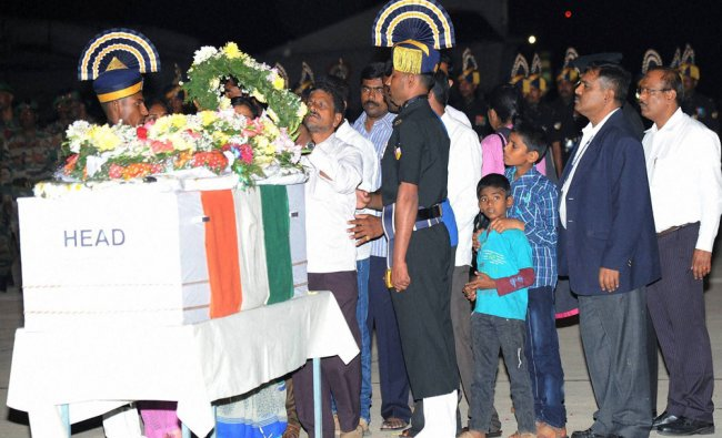 Family members of Subedar Nagesha TT(Hassan) paying their...