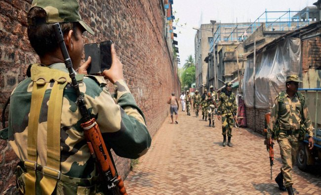 SSB personnel march in Kashipur-Belgachiya Assembly Constituency in preparations...
