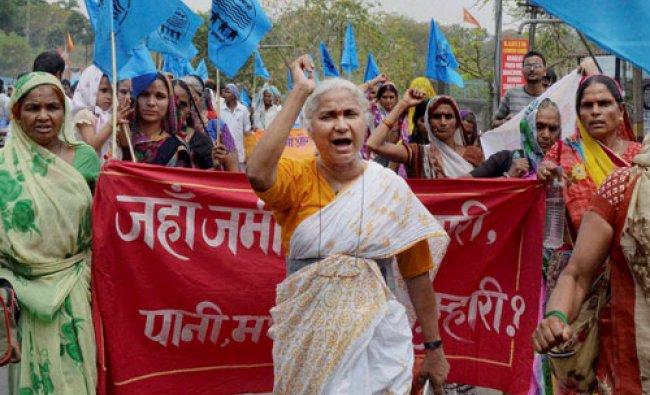 Narmada Bachao Andolan leader Medha Patkar lead hundreds of ousters of Sardar Sarovar Dam during ...