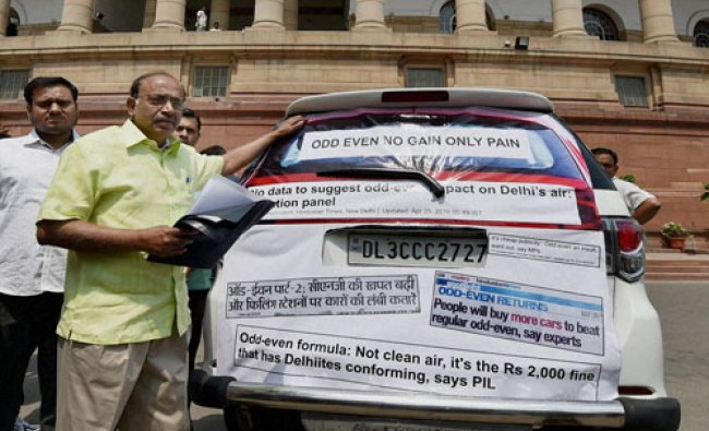 BJP MP Vijay Goel showing newspaper cuttings regarding Odd-Even impact, pasted on his car during ...