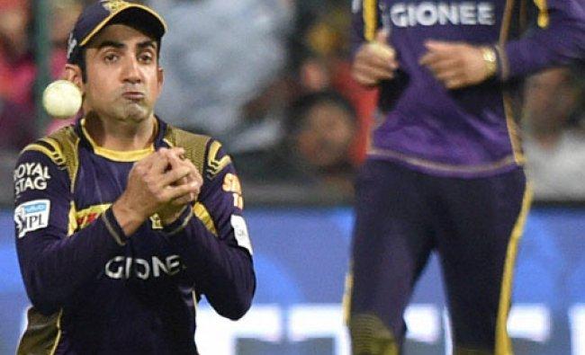 KKR Skipper Gautam Gambhir drops the catch of Virat Kohli during the IPL 2016...