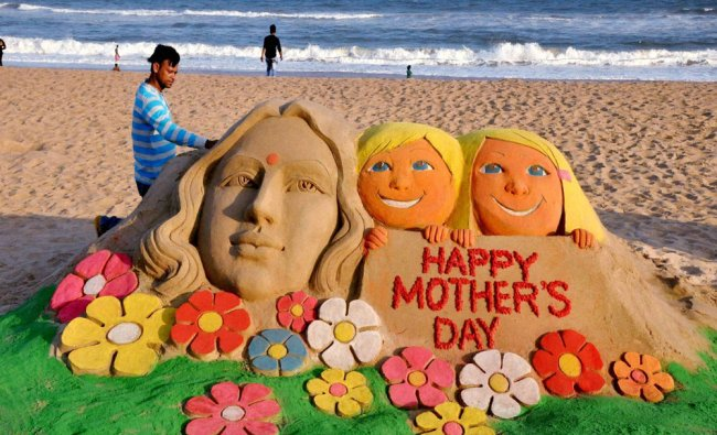 Sand artist Manas Kumar Sahoo create a sand sculpture on eve of Mothers day in Puri...