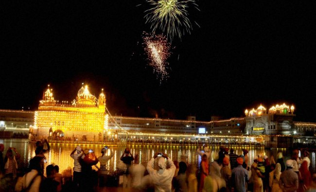 Fireworks at Golden temple to mark the 512th Birth Anniversary...