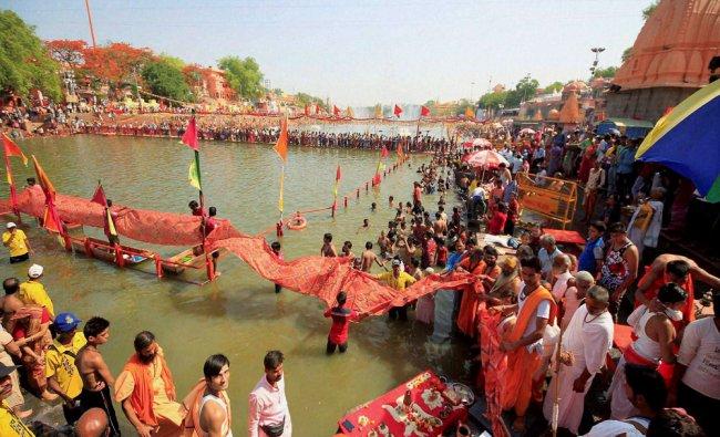 Swami Avimukteshwaranand Saraswati and Sadhus or holy men offering chunari to Maa Kshipra...