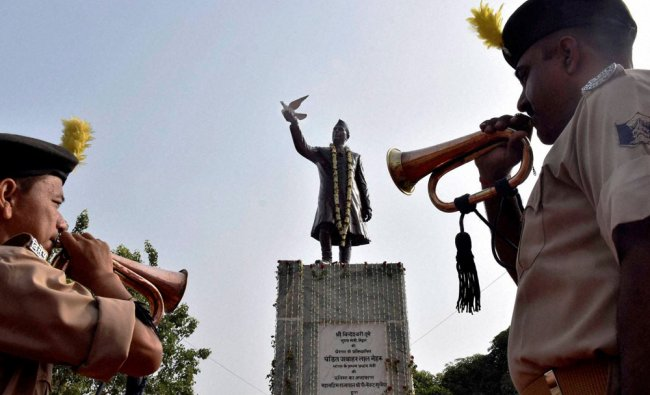 Bihar Police persons pays tributes Jawaharlal Nehru on his 52nd death anniversary...