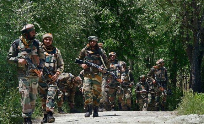 Army Jawans leaving after the encounter at Khonchipora village in Tangmarg...