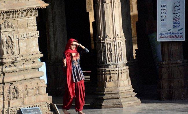 Bollywood actress Shraddha Kapoor during shoot of her upcomming movie \'OK JAANU\'...