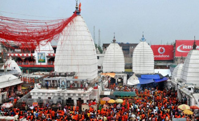 Crowd of devotees at Baba Baijnath Temple on the first day of Shrawan month in Deoghar...