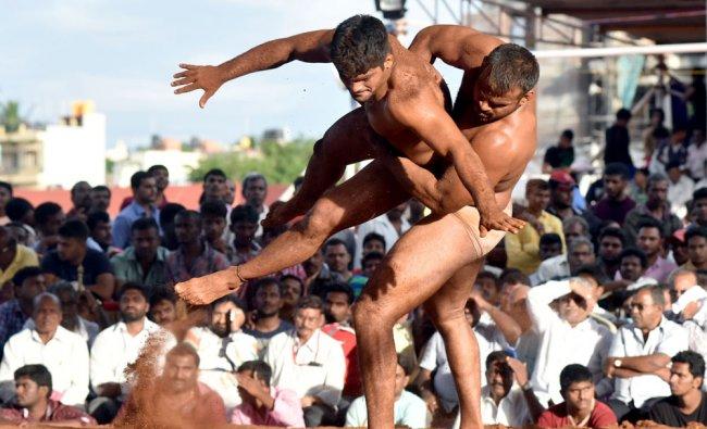 Santosh Darod of Kollapu and Sandeep Sharma of MEG Bengaluru wrestles during National level...
