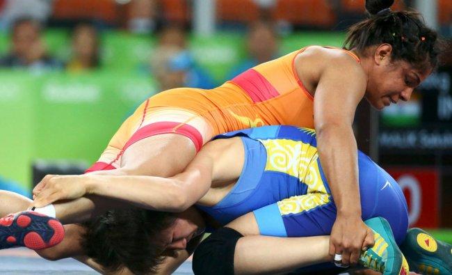 Sakshi Malik (IND) of India and Aisuluu Tynybekova...