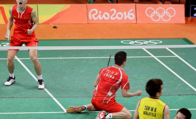 China\'s Zhang Nan, left, and Fu Haifeng celebrate after defeating Malaysia\'s Tan Wee Kiong and Goh..