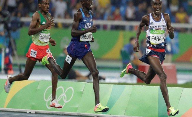 Britain\'s Mo Farah leads United States\' Paul Kipkemoi Chelimo, center, and Ethiopia\'s Hagos...