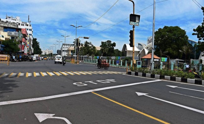 Roads wear a deserted look due to the day long bandh called by various parties over the Cauvery...