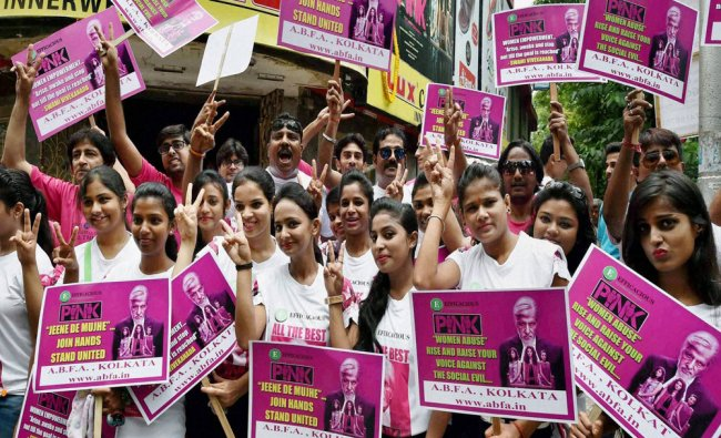 Amitabh Bachchan\'s fans show victory signs for the success his new film \'Pink\' in Kolkata...