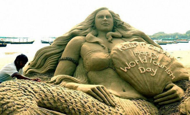 Sudarsan Pattnaik creates a sand sculpture with message \'Keep It Clean: Happy World Tourism Day\'....